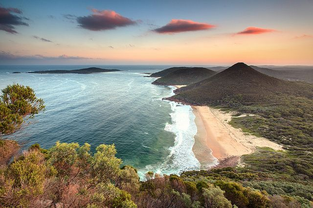 Take this invigorating short walk to the summit by absorbing views of Port Stephens and the north coast.